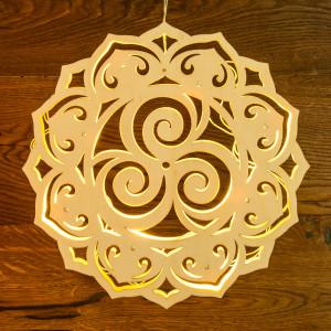 Lichtobjekt Triskell aus Holz mit LED Ø 30 cm